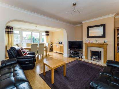 3 Bedrooms Semi Detached House for sale in Claremont Avenue, Hucknall, Nottingham, Nottinghamshire