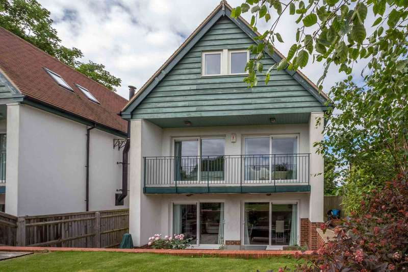 5 Bedrooms Detached House for sale in Greenfields, Blewbury