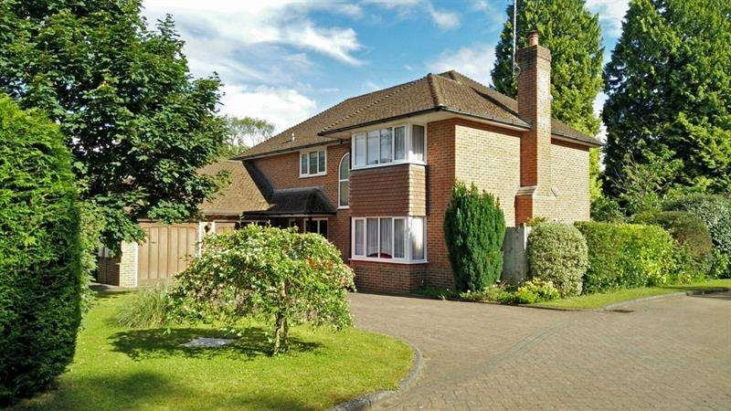 4 Bedrooms Detached House for sale in Ringwood Road, Verwood