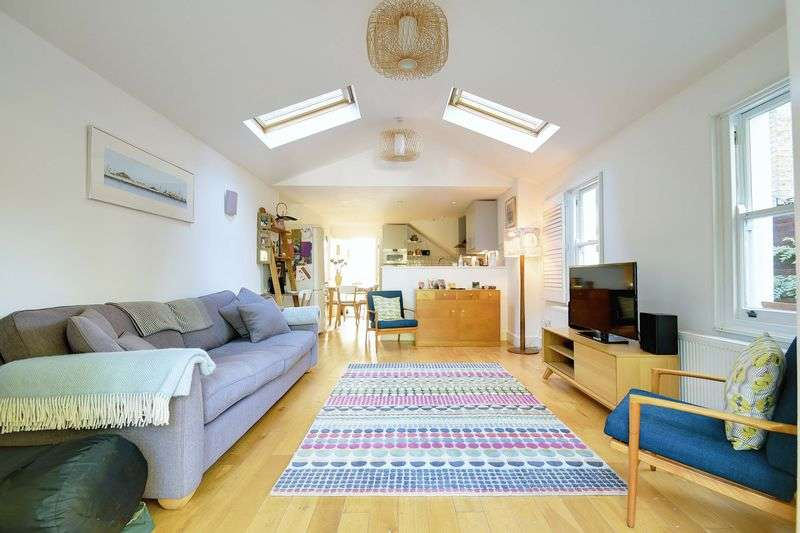 3 Bedrooms Flat for sale in Manor Road, London