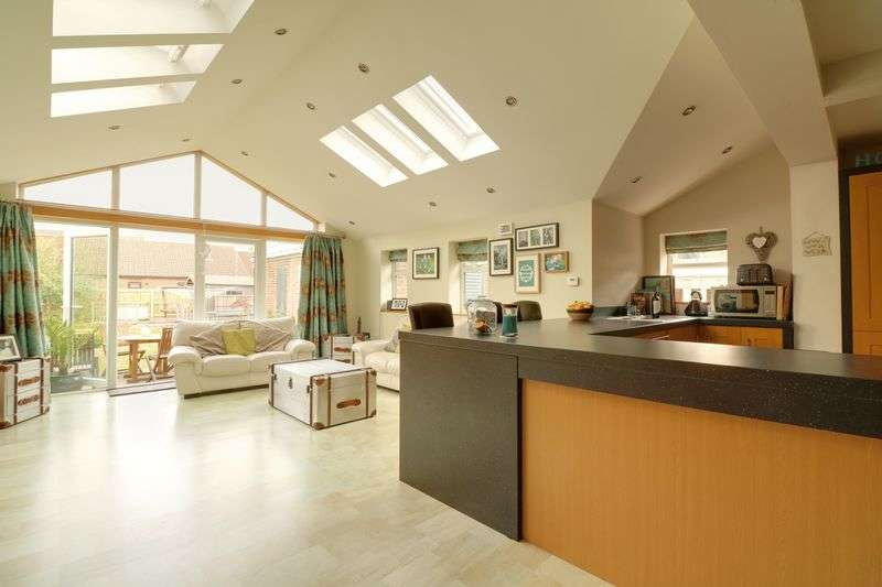 4 Bedrooms Detached House for sale in Colton Street, Brigg