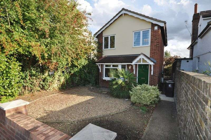 3 Bedrooms Detached House for sale in Farm Hill Road, Waltham Abbey