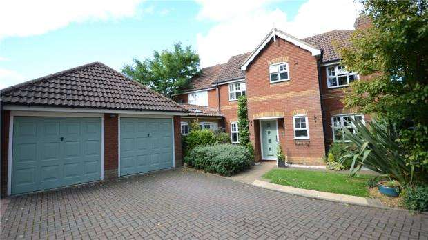 5 Bedrooms Detached House for sale in Tyler Drive, Arborfield, Reading