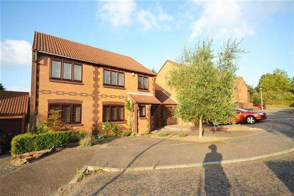 4 Bedrooms Detached House for sale in Bull Close, Chafford Hundred