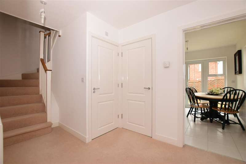 3 Bedrooms Semi Detached House for sale in Lancer Drive, West Malling, Kent