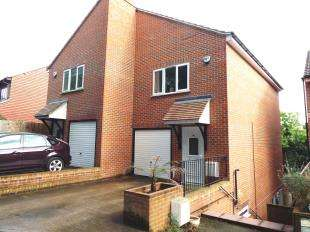 3 Bedrooms Semi Detached House for sale in Beech Road, Biggin Hill, Kent