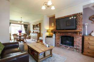 3 Bedrooms Semi Detached House for sale in Bigginwood Road, Norbury, London