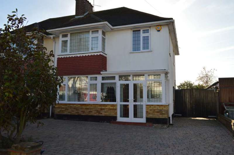 4 Bedrooms Semi Detached House for sale in Ulster Avenue, Shoeburyness