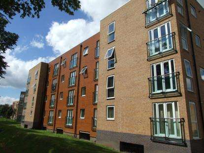 2 Bedrooms Flat for sale in Pavilion Close, Leicester