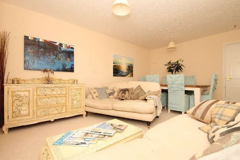 2 Bedrooms Flat for sale in 49 Scholars Walk, Kingsbridge