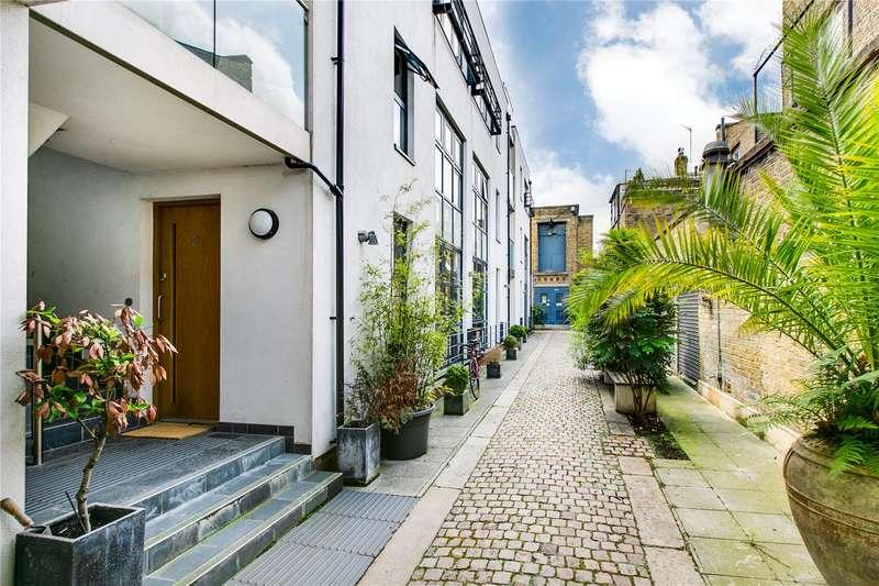 2 Bedrooms Flat for sale in Marmion Mews, Taybridge Road, SW11