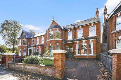 2 Bedrooms Flat for sale in Walm Lane, Mapesbury Conservation, Willesden Green, London