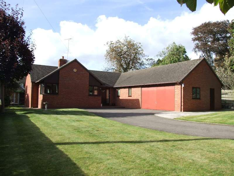 3 Bedrooms Detached Bungalow for sale in Croft Road, Evesham