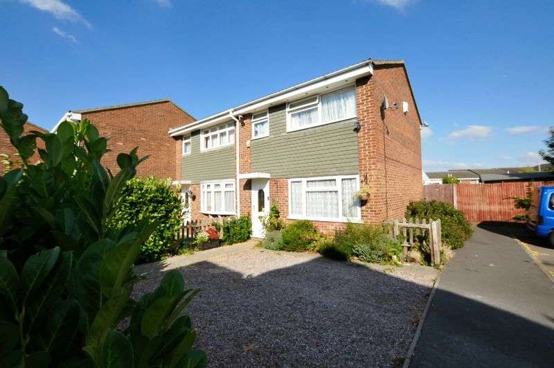 3 Bedrooms Terraced House for sale in Spenser Close, Royston
