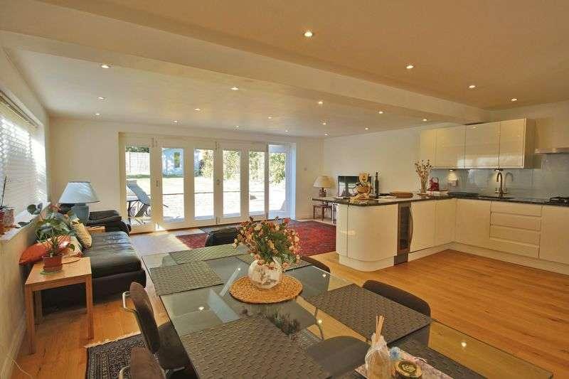 4 Bedrooms Detached House for sale in Buckhurst Hill, Essex IG9