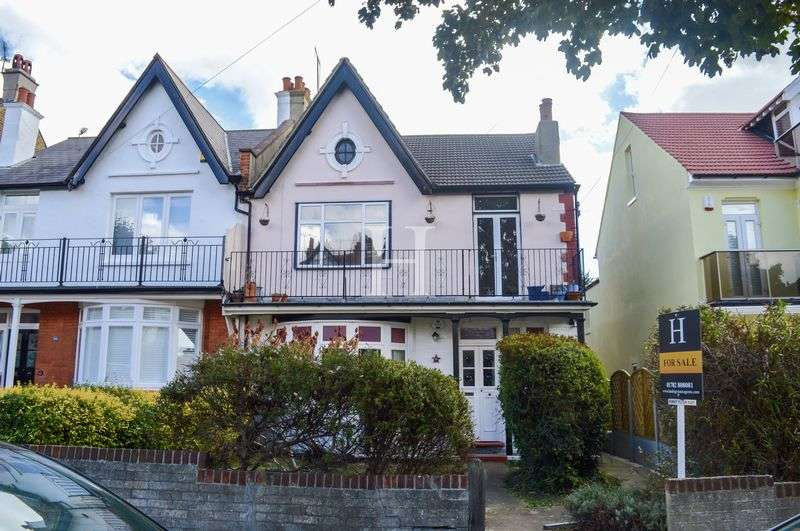 3 Bedrooms Flat for sale in Cossington Road, Westcliff-On-Sea, Essex, SS0