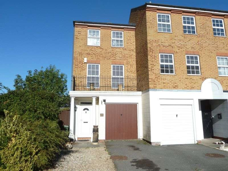 3 Bedrooms Terraced House for sale in Oakleigh Close, Swanley