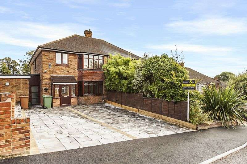 4 Bedrooms Semi Detached House for sale in Rye Close, Bexley