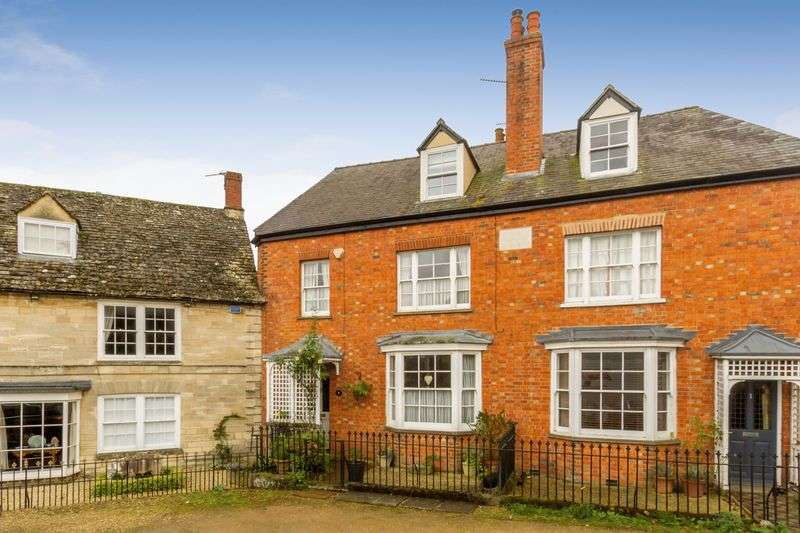 4 Bedrooms Semi Detached House for sale in Folly View, Bampton