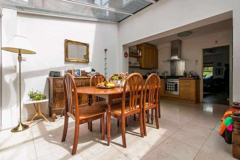 2 Bedrooms Terraced House for sale in Eleanor Close, London, London, SE16