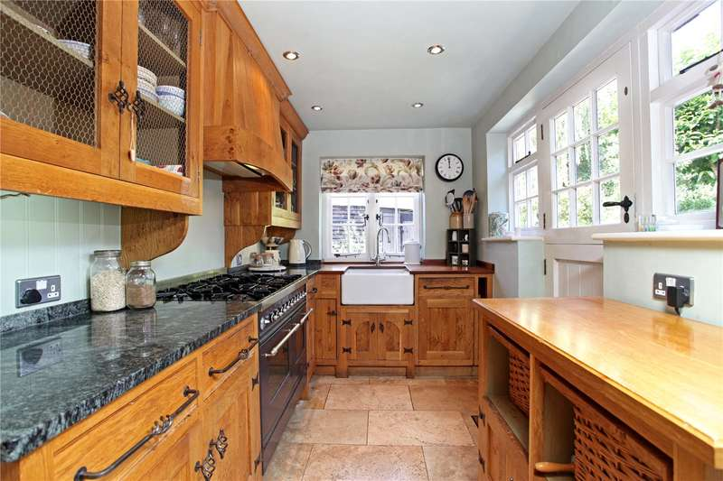 3 Bedrooms Terraced House for sale in Pankridge Street, Crondall, Farnham, Hampshire, GU10