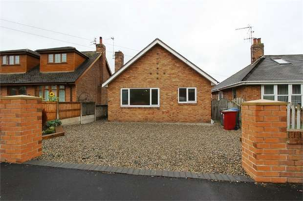 3 Bedrooms Detached Bungalow for sale in Grange Road, Blackpool, Lancashire
