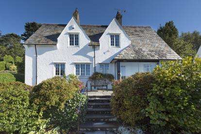 4 Bedrooms Detached House for sale in The Close, Llanfairfechan, Conwy, North Wales, LL33