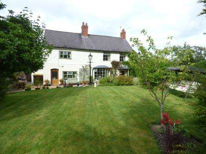 4 Bedrooms Detached House for sale in Smithy Lane, Wrexham, Wrecsam, LL12