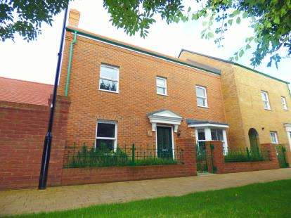 3 Bedrooms Semi Detached House for sale in Langdean Road, Swindon, Wiltshire