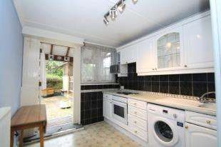 3 Bedrooms Flat for sale in Youngs Court, Charlotte Despard Avenue, Battersea, London
