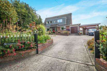4 Bedrooms Bungalow for sale in Hadleigh, Suffolk