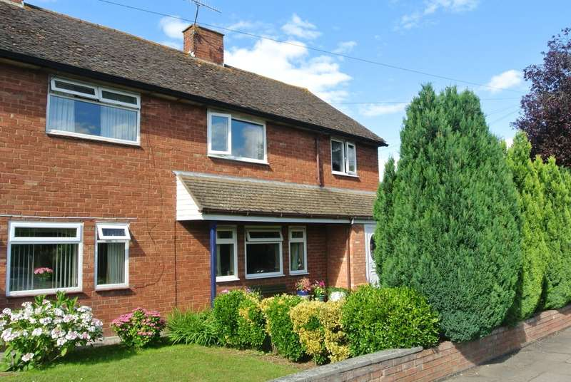 5 Bedrooms Semi Detached House for sale in Fairfield Road, Evesham