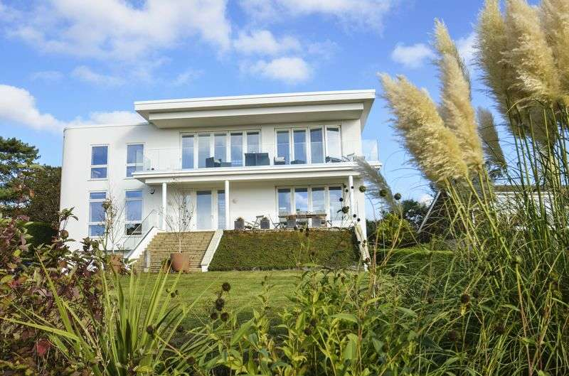 5 Bedrooms Detached House for sale in Barton Common Road, Barton on Sea