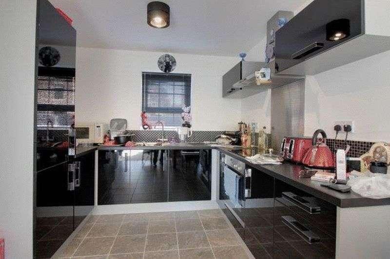 3 Bedrooms Semi Detached House for sale in Boothferry Park Halt, HU4 6BA