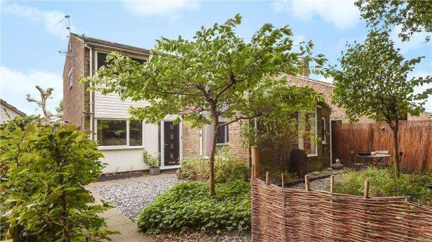 4 Bedrooms Detached House for sale in The Birches, Darby Green, Camberley