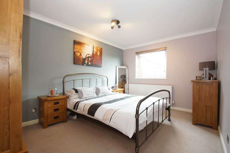 1 Bedroom Flat for sale in Edgeworth Close, Church Hill, Redditch