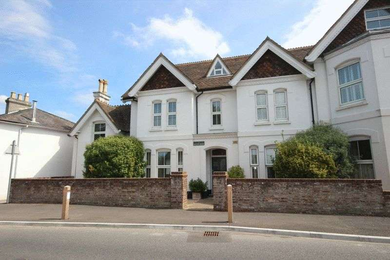 2 Bedrooms Flat for sale in Salisbury Road, Christchurch