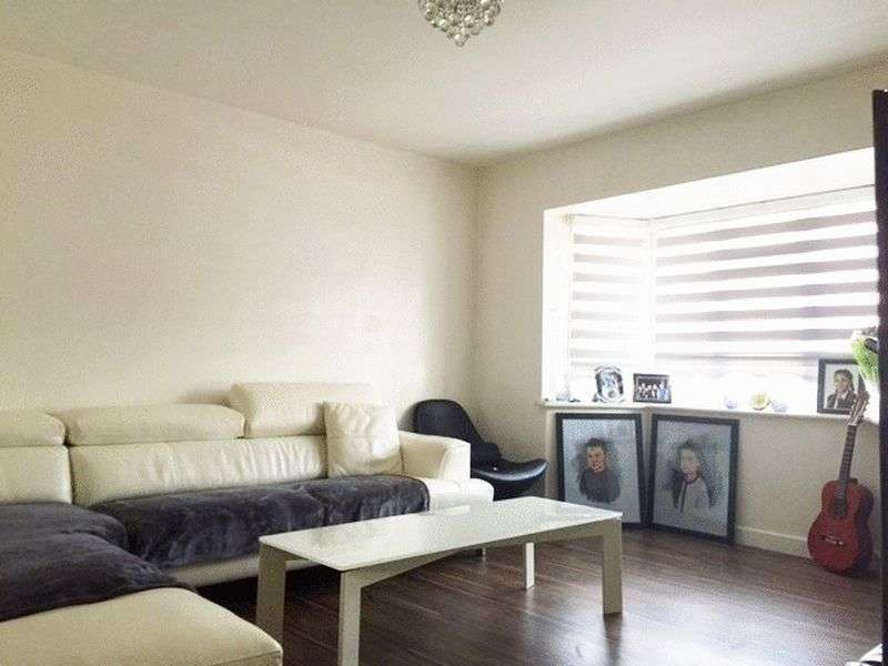 5 Bedrooms Terraced House for sale in Four/Five Bedroom House