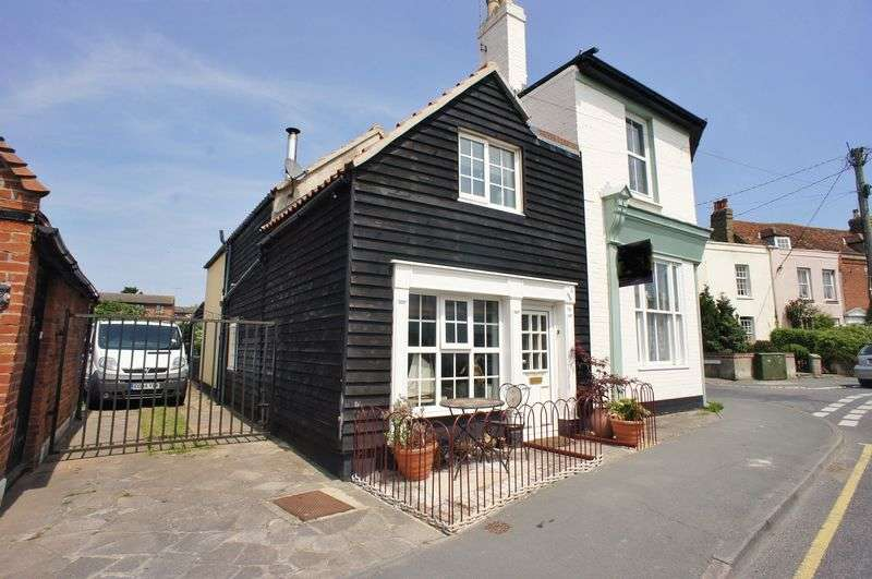 3 Bedrooms Detached House for sale in Brightlingsea, Essex
