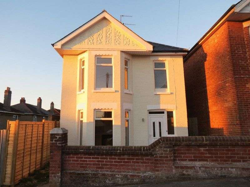3 Bedrooms Detached House for sale in Strouden Rd, Winton, Bournemouth, Dorset