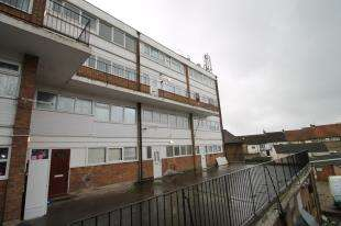 3 Bedrooms Flat for sale in Princesses Parade, Waterside, Crayford, Dartford