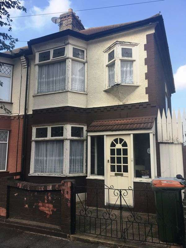 3 Bedrooms Semi Detached House for sale in 3 Bedroom Property in a Prime Location