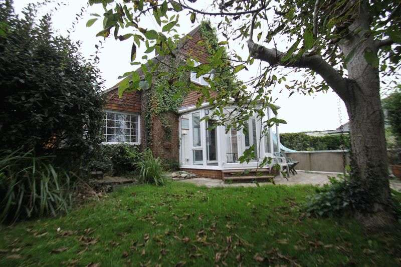 3 Bedrooms Detached House for sale in Newnham Road, Ryde