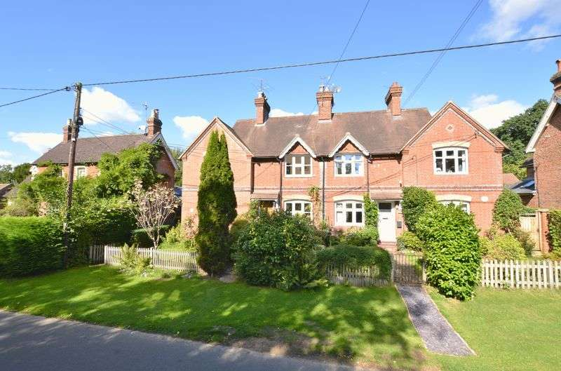 3 Bedrooms Terraced House for sale in Lane End, Hambledon