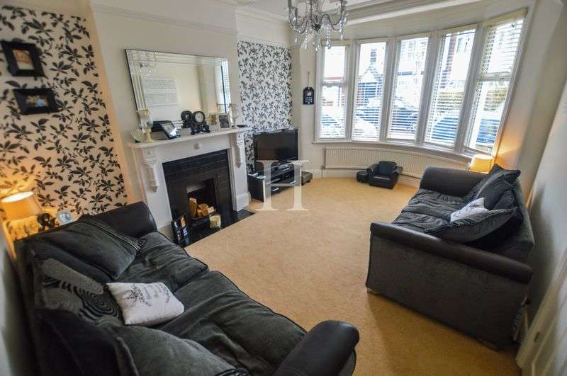 4 Bedrooms Semi Detached House for sale in Beedell Avenue, Westcliff-On-Sea, Essex, SS0