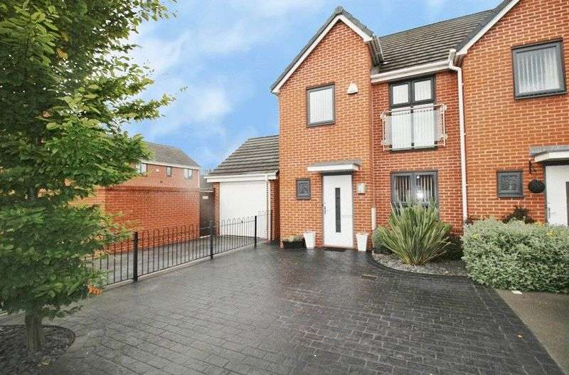 3 Bedrooms Semi Detached House for sale in Kynance Grove, Bilston