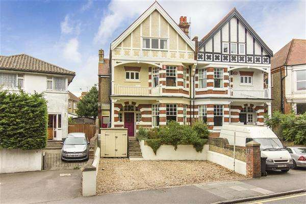6 Bedrooms Semi Detached House for sale in Park Road, Ramsgate