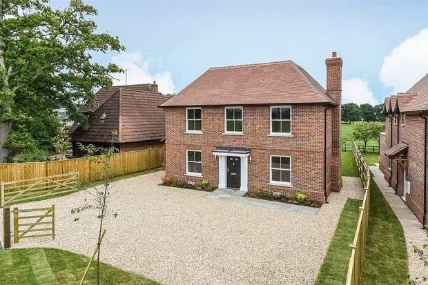 4 Bedrooms Detached House for sale in Braishfield, Romsey, Hampshire