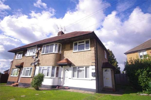 2 Bedrooms Flat for sale in Courtlands Drive, WATFORD, Hertfordshire