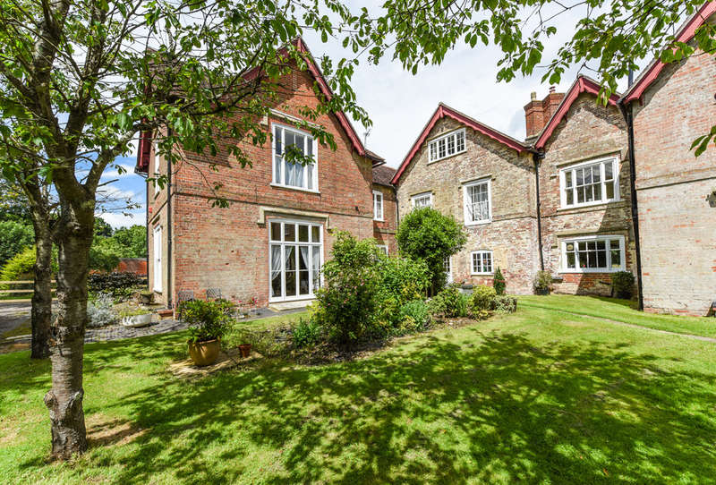 8 Bedrooms Semi Detached House for sale in Botley Road, Shedfield